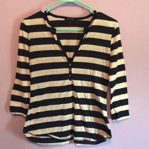 Daisy Fuentes Tops - Small blue and white striped mid sleeve top